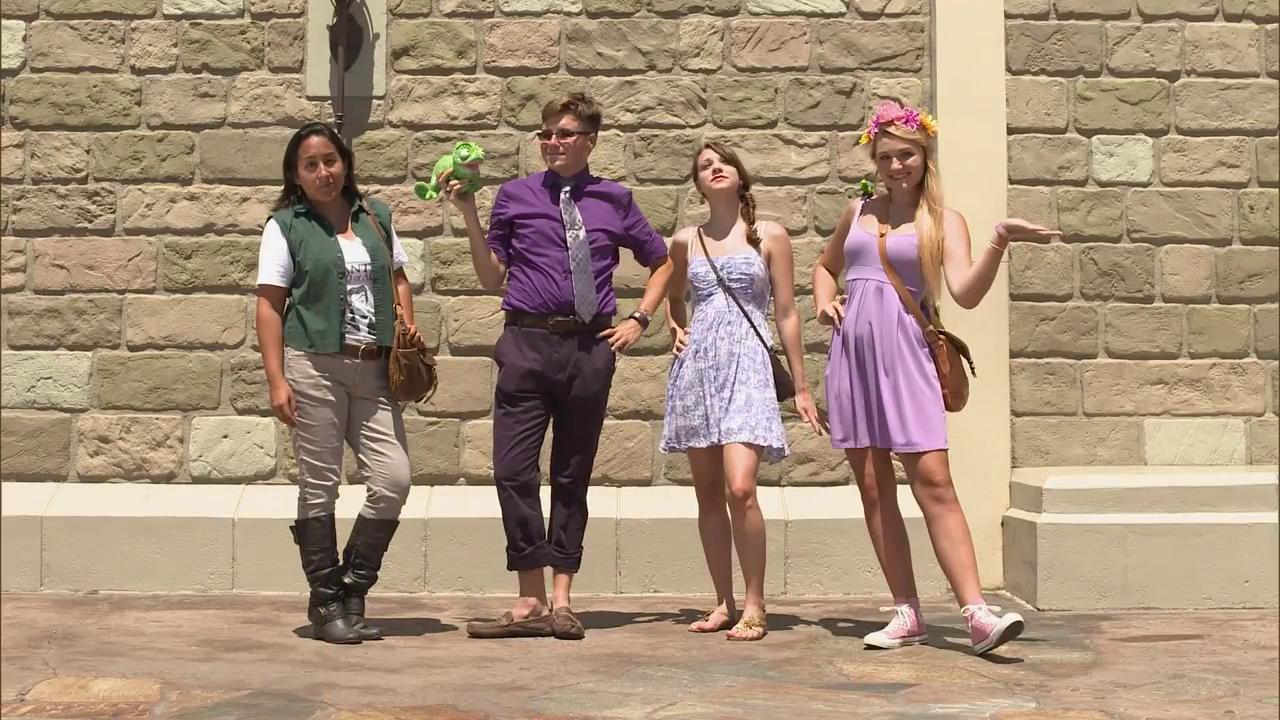 Video Pick: Disney Bounding Disney Moms