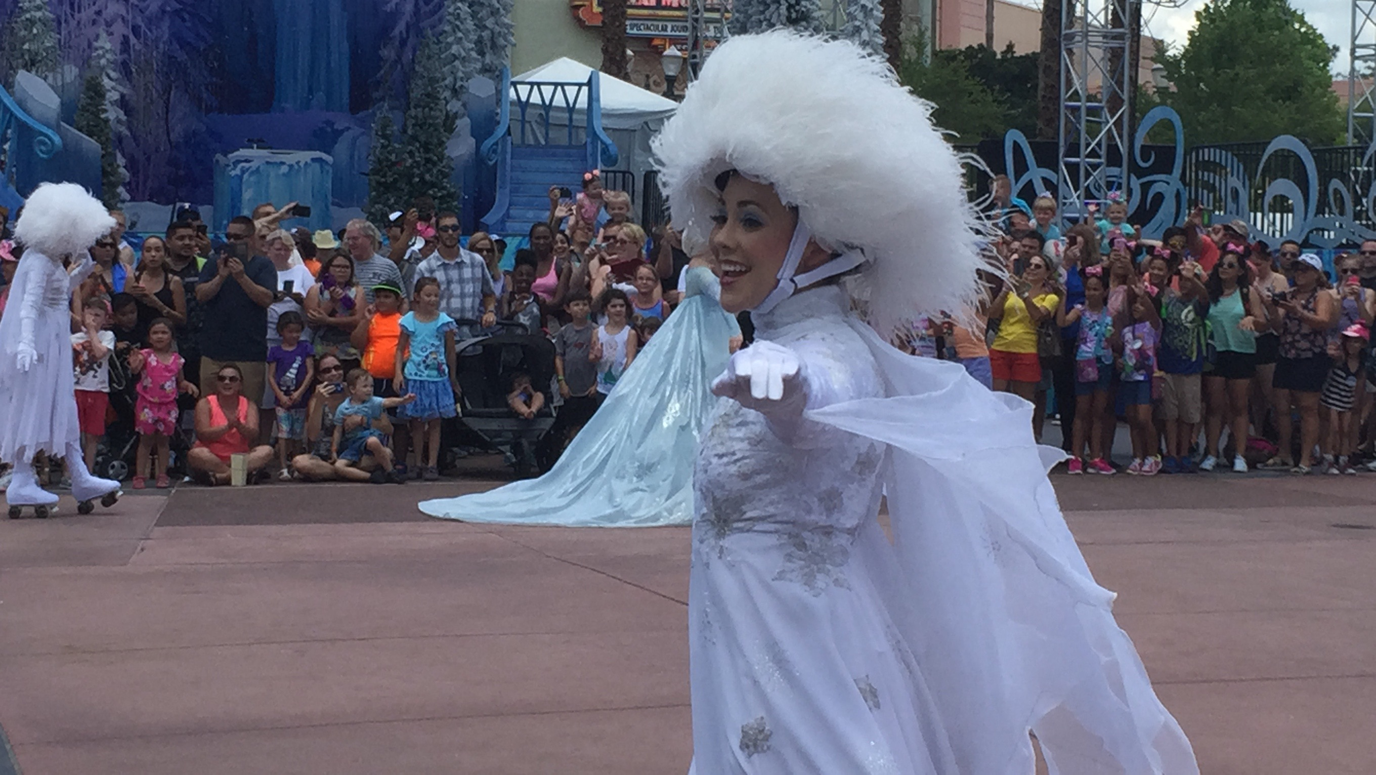Frozen Summer Is Back At Disneys Hollywood Studios Laughingplacecom