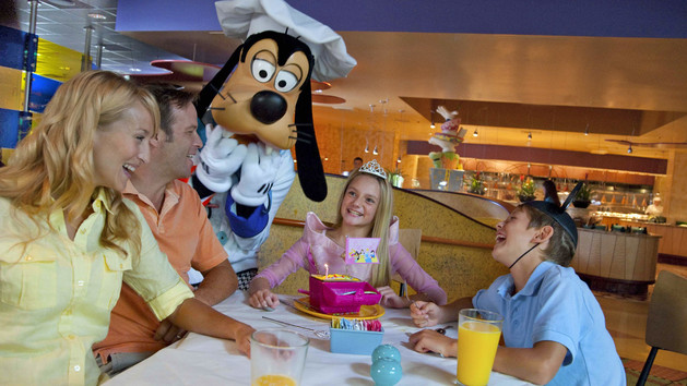 """Goofy's Kitchen to Get Refurb, Characters """"Vacation"""" at PCH Grill"""