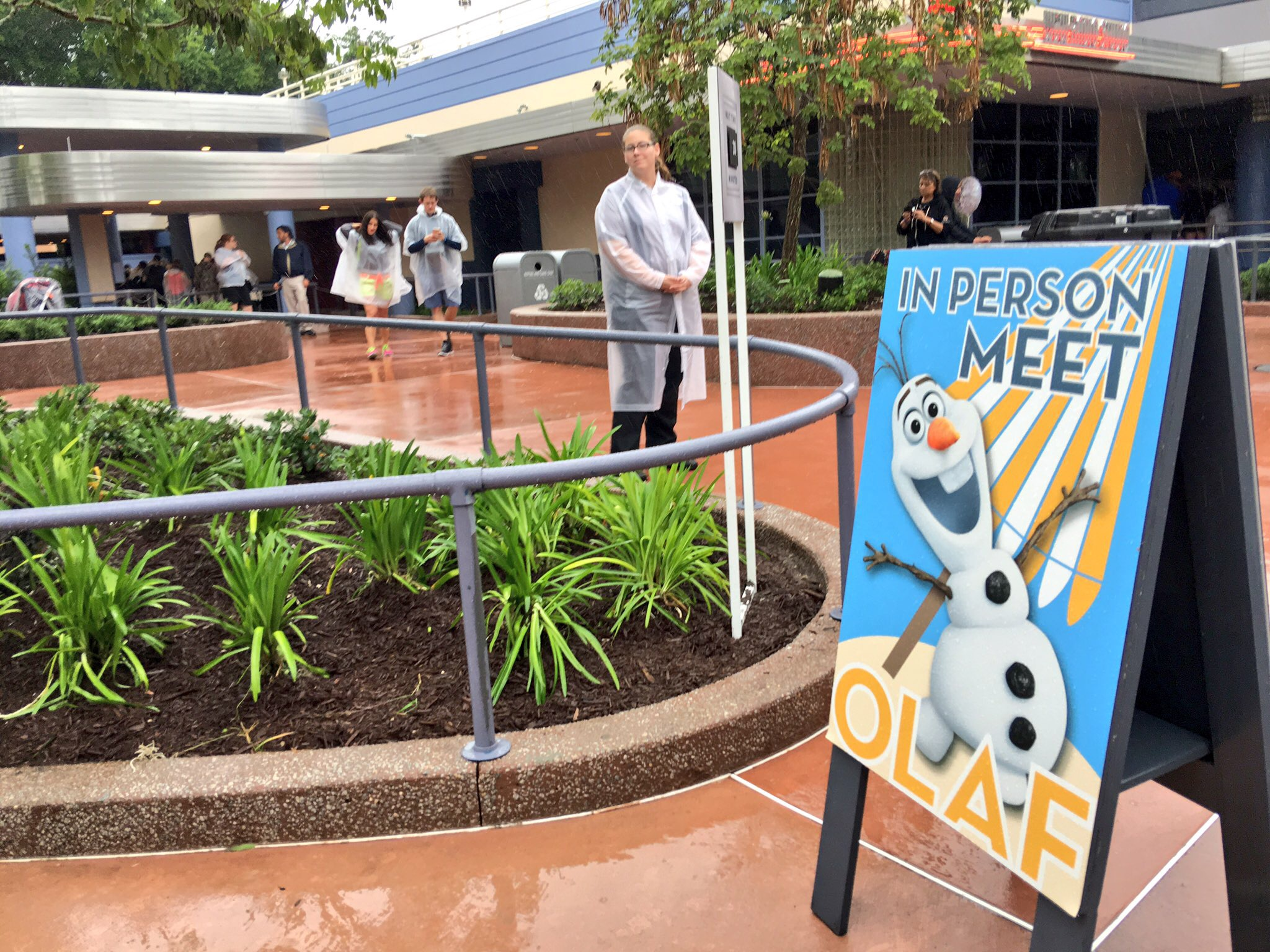 Olaf meet and greet debuts in disneys hollywood studios as part of the new celebrity spotlight location formerly american idol experience audition space olaf is ready to provide warm hugs to all guests m4hsunfo