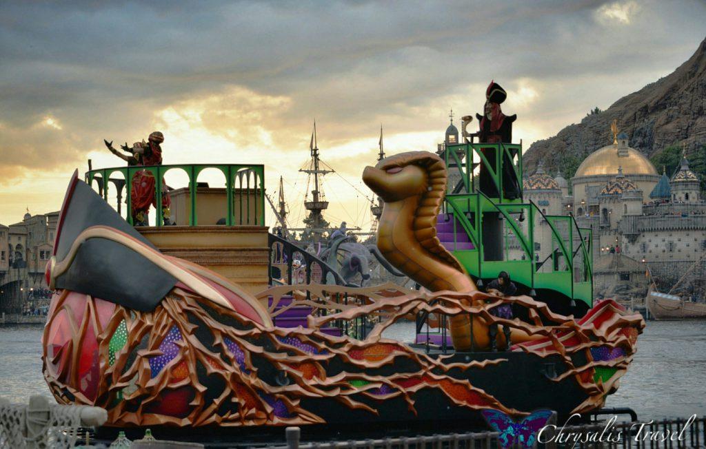 11-villains-world-jafar-boat