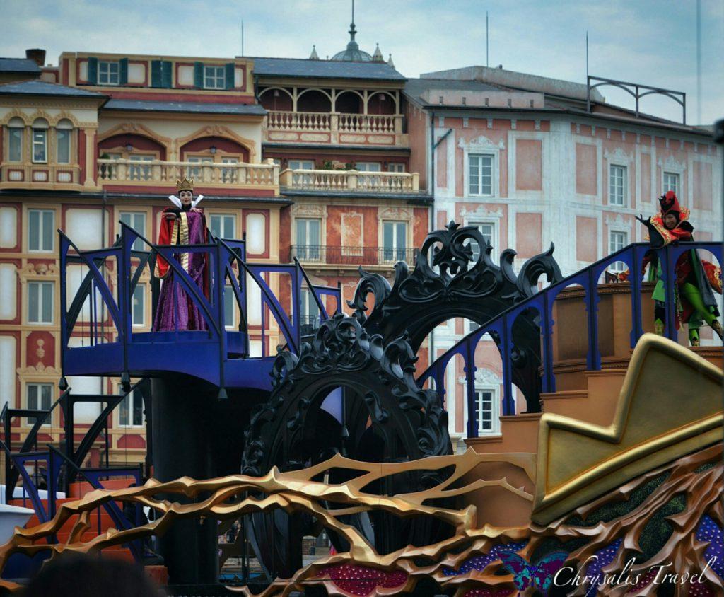 13-villains-world-evil-queen-boat