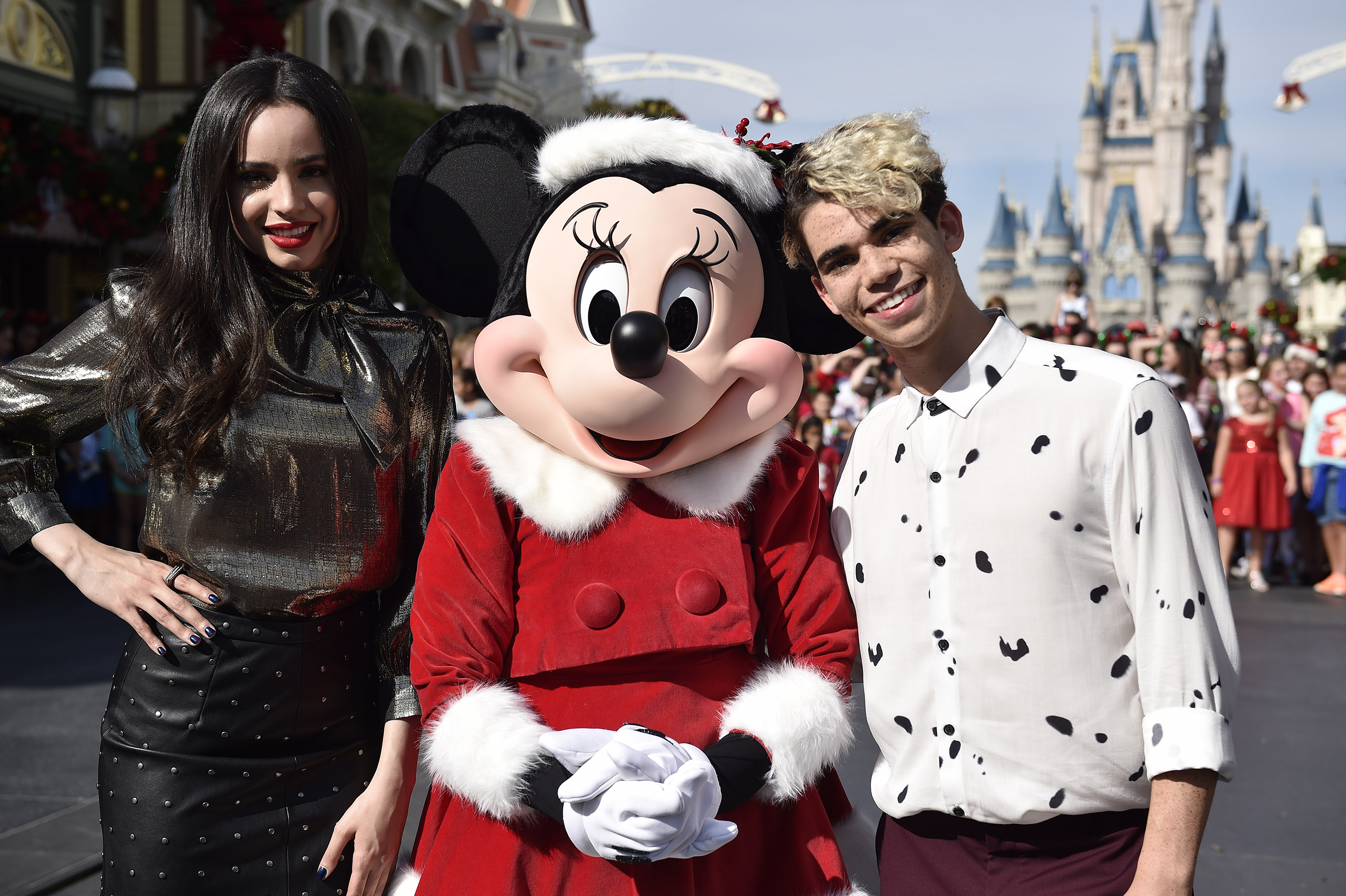 Images From Disney Parks Presents A Descendants Magical Holiday