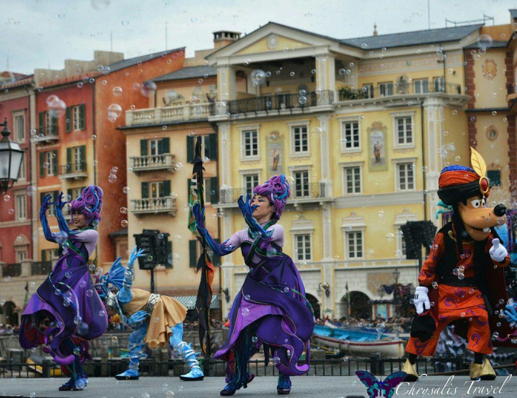 16-villains-world-goofy-and-ursula-dancers