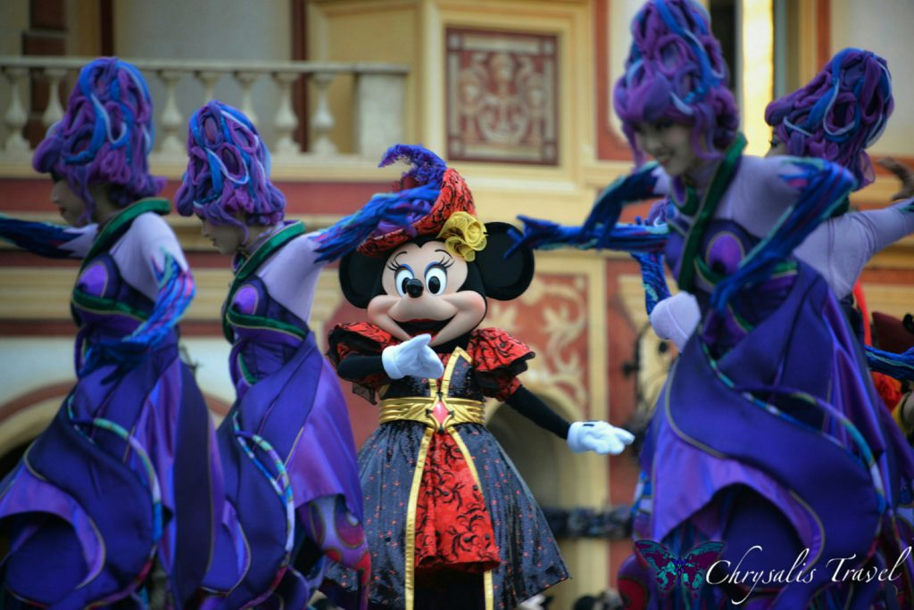 17-villains-world-minnie-and-dancers