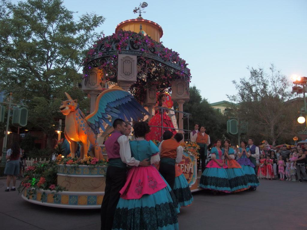 The Royal Dancers perform as Elena sings
