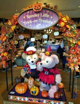 9-duffy-and-shellie-mae-trick-or-treaters