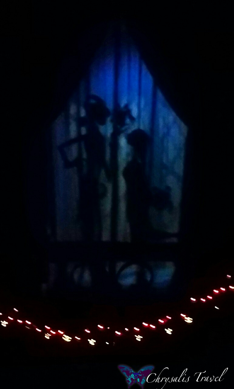 "Haunted Mansion Holiday Foyer Music : Celebrating a ""christmas fantasy at tokyo disneyland"