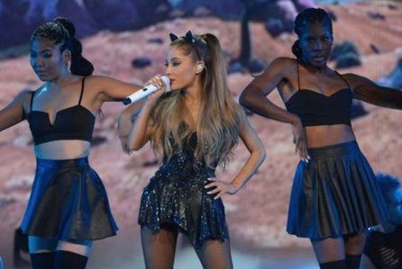 Ariana Grande visits fans at Manchester hospital