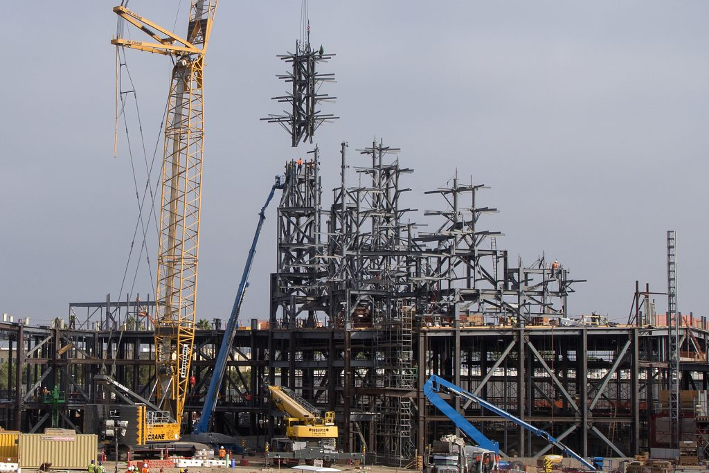 Star Wars: Galaxy's Edge Topped Off at Disneyland Resort