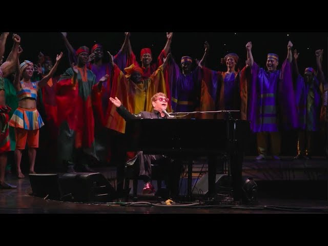 "Elton John Surprises ""The Lion King"" Audience with Performance"
