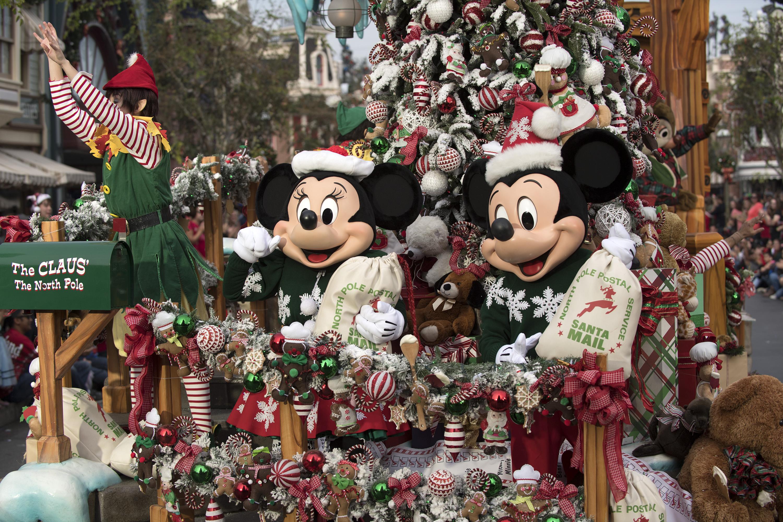 LIVE BLOG: Disney Parks Magical Christmas Celebration