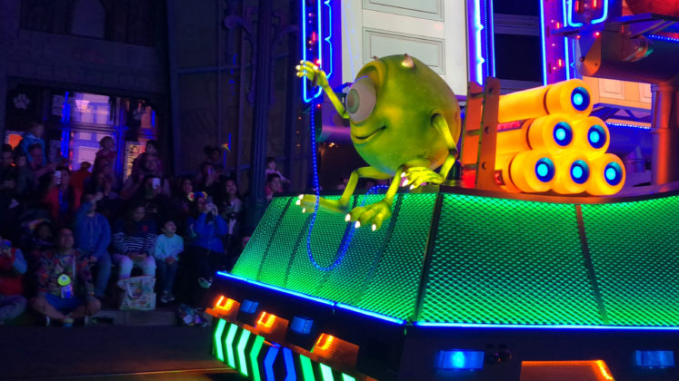 How Many Animated Doors are on the Monsters Inc Float in Paint the Night?