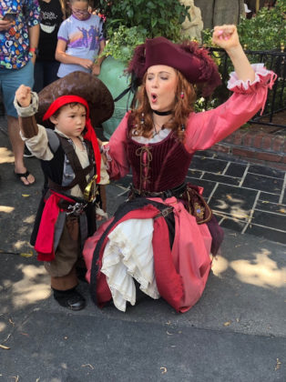 pirates of the caribbean returns to disneyland with