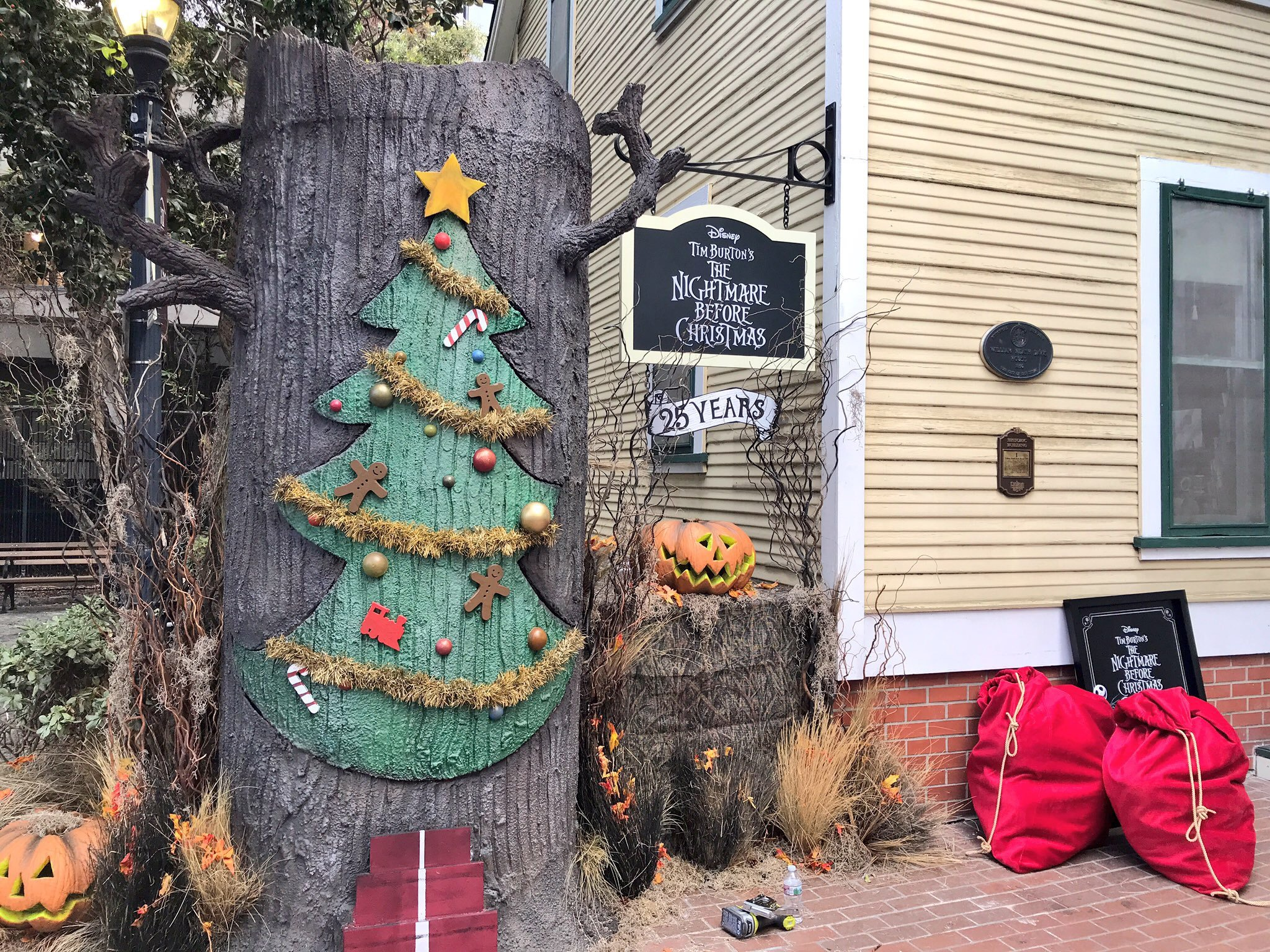 upon entering fans of the film will surely recognize this christmas door tree that acts as a portal to christmas town - Who Directed Nightmare Before Christmas