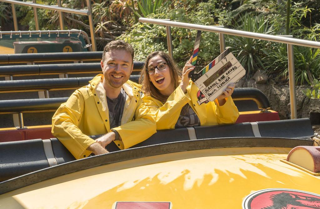 la couple breaks jurassic park  u2013 the ride record then gets