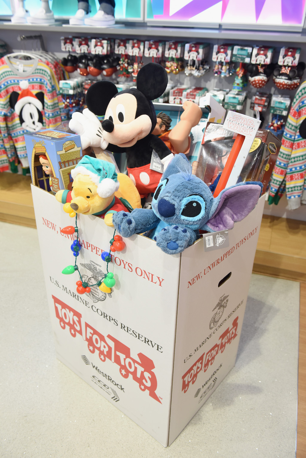 Disney Toys For Tots : Hilary duff u s marines kick off toys for tots campaign