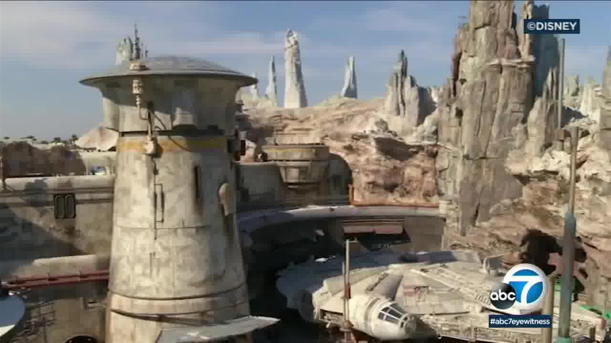 Black Spire Outpost is named after the mysterious petrified tree structure that forms its core, but other large spires loom in the distance, giving a sense of depth and size to Batuu.