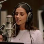"""Aladdin"" Star Naomi Scott Sings ""Speechless"" in New Music Video"