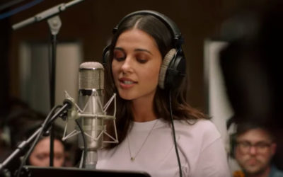 """Aladdin"" Star Naomi Scott Sings ""Speechless"" in New Music Video"