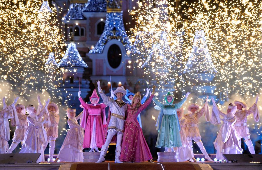 Christmas In Disneyland Paris.Disneyland Paris Announces Dates For Disney S Enchanted