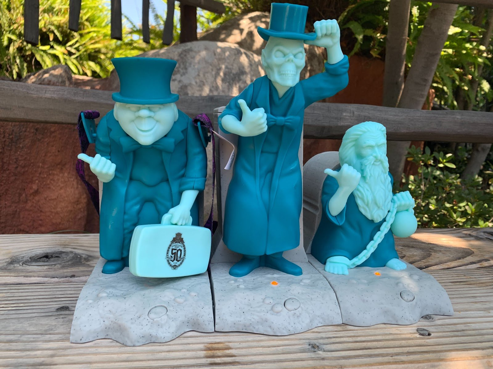 Disneyland Halloween Popcorn Bucket 2019.Hitchhiking Ghost Sipper Popcorn Bucket And More Available
