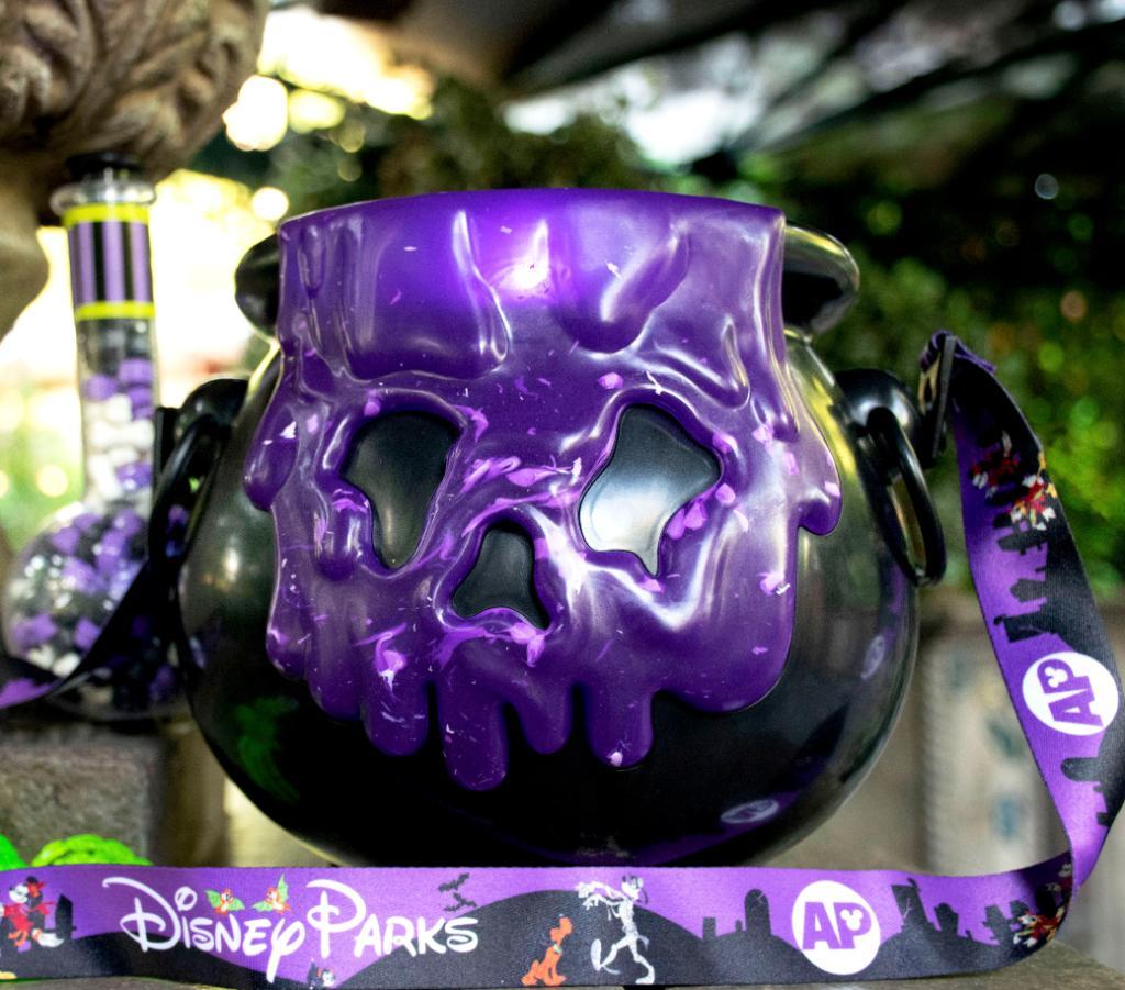 Disneyland Halloween Popcorn Bucket 2019.Disneyland Annual Passholder Exclusive Cauldron Popcorn Bucket