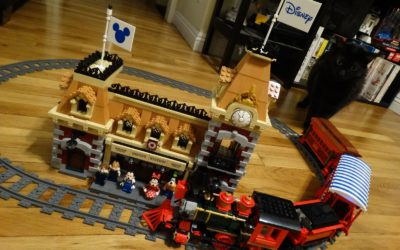 Video Review: LEGO Disney Train and Station (Disneyland Railroad) Unboxing and Speed Build