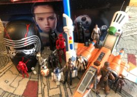 """Video - Unboxing Hasbro's """"Star Wars: The Rise of Skywalker"""" Toy Collection"""