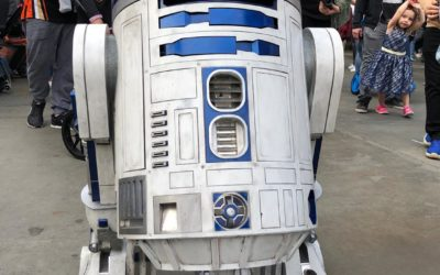 Video/Photos: R2-D2 Roams Through Black Spire Outpost in Star Wars: Galaxy's Edge at Disneyland