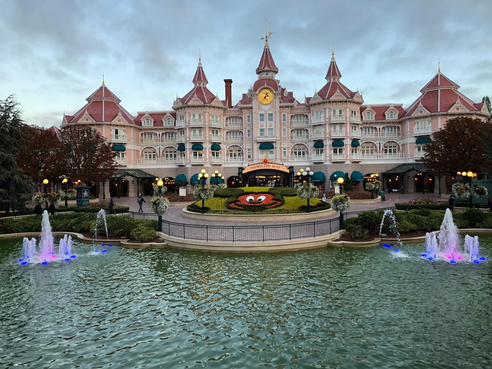 Disneyland Paris States Resort Will Remain Closed Until Further Notice