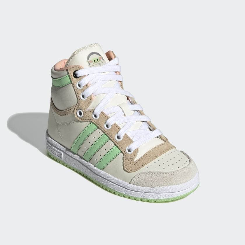 escucho música pastel Sábana  Adidas Originals x Star Wars The Mandalorian Collection Available Now