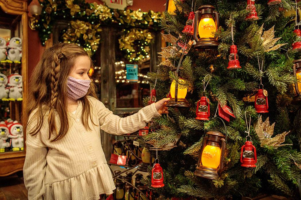 Knott S Berry Farm To Open Knott S Christmas Crafts Village On Select Dates For Holiday Shopping Laughingplace Com